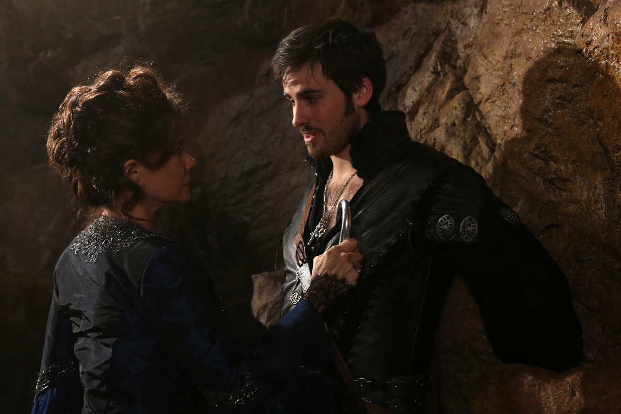 the hook once upon a time After last week's episode of once upon a time, one thing is clear: alice and hook have some kind of connection odds are looking good that it's familial.