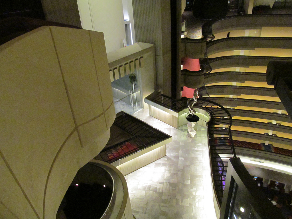 Catching 불, 화재 set in the interior of the Atlanta Marriott Marquis hotel