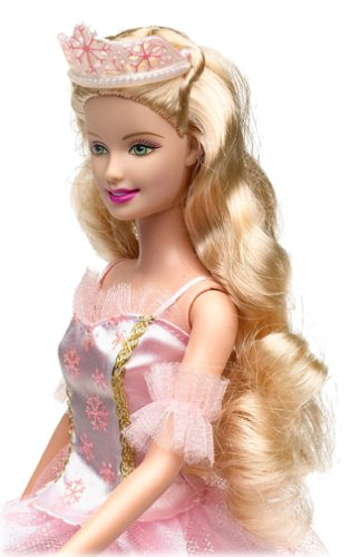 Barbie in the Nutcracker achtergrond probably with a bouquet entitled Clara doll
