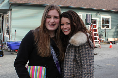 Emilie de Ravin with a fan
