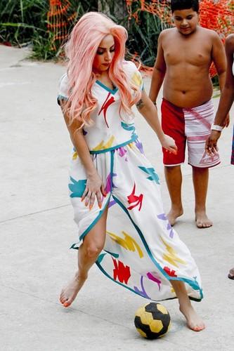 Gaga in Cantagalo, Rio de Janeiro