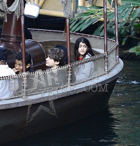 Jermajesty Jackson, Prince Jackson and Blanket Jackson at Disneyland ♥♥
