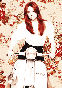 Amy Pond karatasi la kupamba ukuta probably containing a motor scooter called Kazza Fanart!