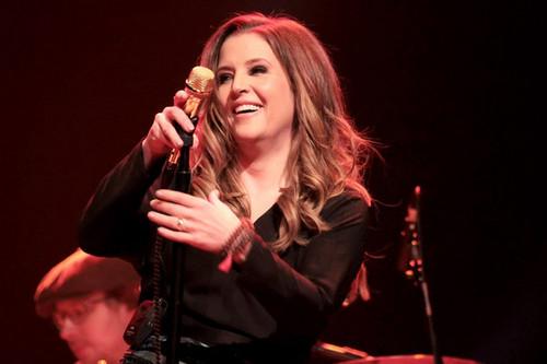Lisa performing (2012)
