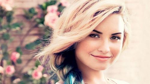 Lovato 壁纸