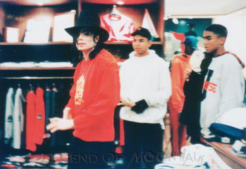 Michael Doing Some Shopping With His Nephews