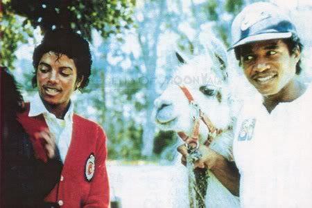 마이클 잭슨 바탕화면 called Michael, Louie, Bubbles and Jackie