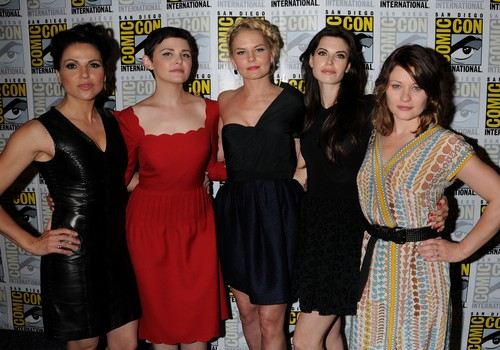 OuaT ladies Cast