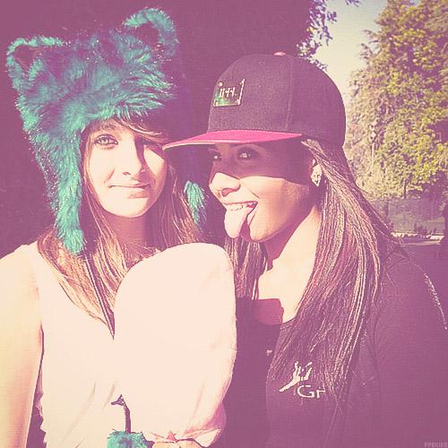 Paris Jackson and her cousin Genevieve Jackson ♥♥