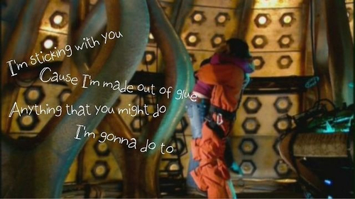 Doctor Who karatasi la kupamba ukuta called Ten X Rose <3 <3