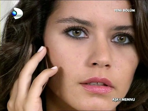 Turkish actress Beren Saat's makeup from her tv series Ask-i Memnu