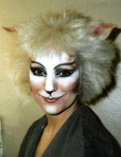 Victoria The White Cat - Amanda Courtney - Davies 1986 伦敦 Cast