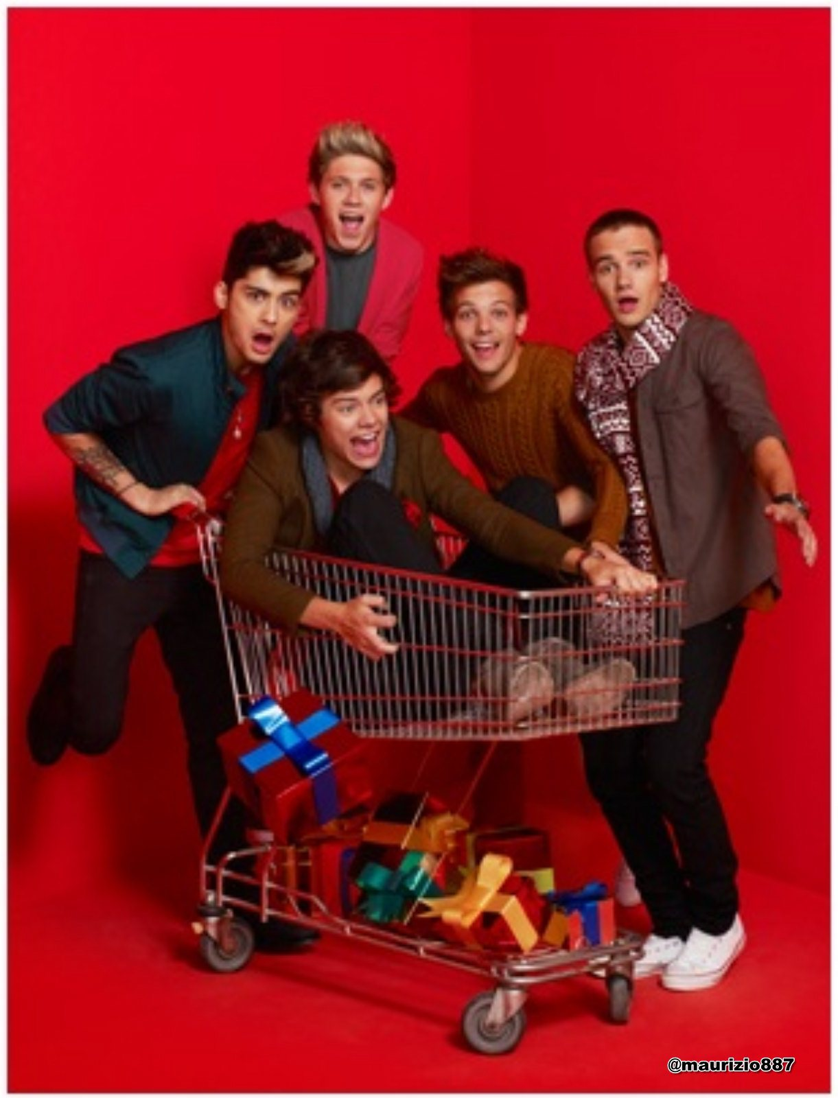 http://images6.fanpop.com/image/photos/32700000/one-direction-New-Christmas-photoshoot-2012-one-direction-32780453-1221-1600.jpg