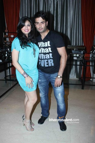 Vivian Dsena fond d'écran possibly containing bare legs, a playsuit, and tights entitled vivian n vabiz @Uttaran 1000 Episode Celebration Party