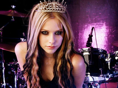 avril lavigne wallpaper containing a konser and a drummer entitled Avril