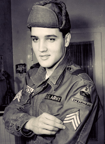 Elvis Presley Hintergrund containing a green beret, fatigues, ermüden, ermüdet, kampfanzug, schlachtkleid, and schlacht-kleid called ★ Elvis ☆
