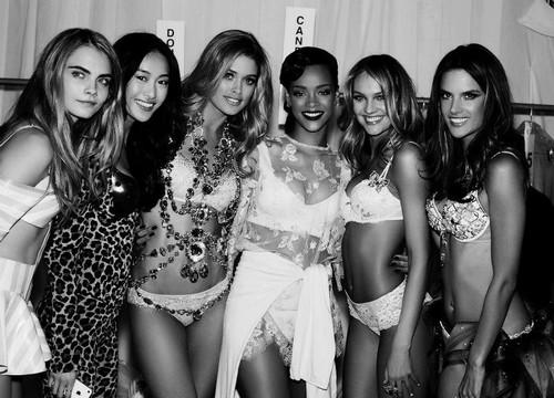 2012 Victoria's Secret Fashion onyesha Backstage kwa Rusell James