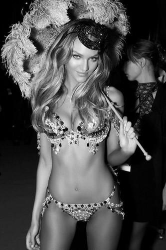 2012 Victoria's Secret Fashion Show Backstage 의해 Russell James