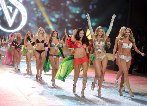 2012 Victoria's Secret Fashion Show: final startbaan, start-en landingsbaan
