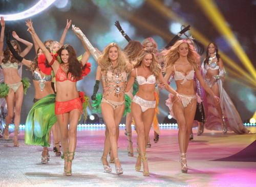 2012 Victoria's secret fashion onyesha - finale