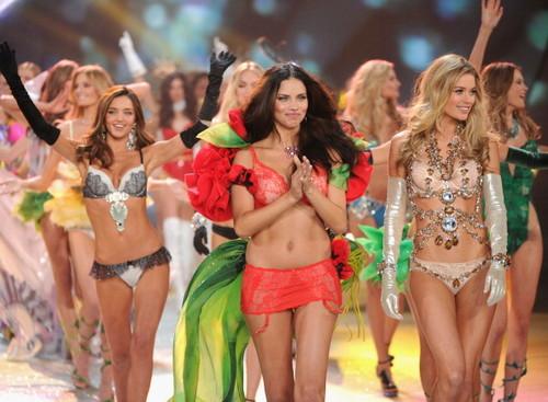 2012 Victoria's secret fashion toon - finale