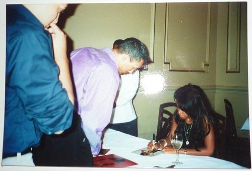 알리야 Album Signing 2001 at B.Smith's at Union Station in Washington DC *RARE*