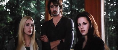 Bella,Kate and Garrett