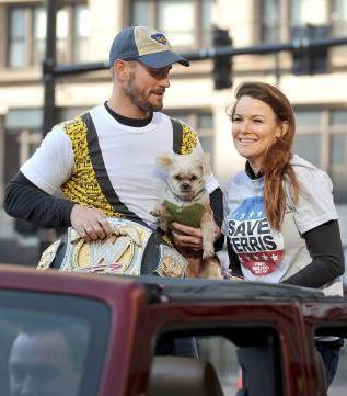 CM Punk and Lita at the Thanksgiving 日 Parade