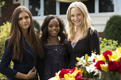 Candice behind the scenes of TVD 4x07 with Gabrielle Douglas.