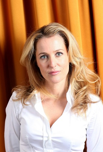 Gillian Anderson achtergrond probably containing a portrait entitled Clara Molden Photoshoot for The Telegraph UK 2011