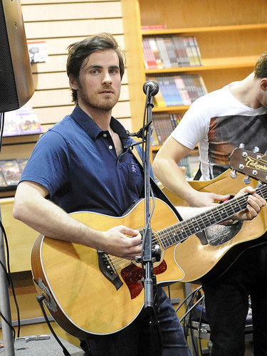 Colin O'Donoghue দেওয়ালপত্র with a guitarist titled Colin O'Donoghue