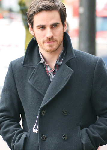 Colin O'Donoghue wallpaper containing a trench coat, a ervilha jacket, and a business suit called Colin O'Donoghue