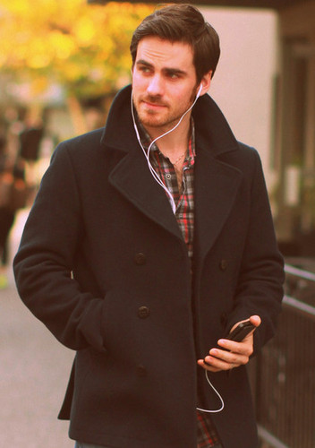 Colin O'Donoghue দেওয়ালপত্র with a business suit and a suit entitled Colin O'donoghue