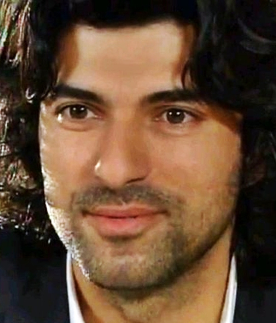 Turkish Actors and Actresses Engin Akyurek smile