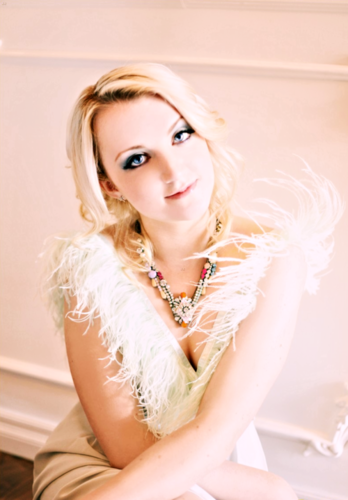 Evanna Lynch 壁紙 probably containing a bridesmaid and a portrait entitled Evanna <3