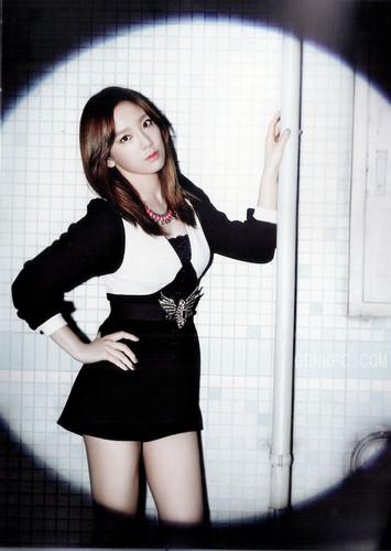 """Girls' Generation """"Flower Power"""" scans"""