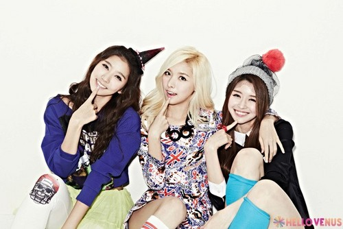 "Hello Venus achtergrond possibly with a portrait titled Hellovenus 2nd mini album ""What are u doing today"""