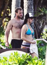 Jennifer Lawrence in Hawaii (21.11.12)