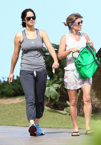 Jennifer & mom out in Hawaii - 21 Nov 2012
