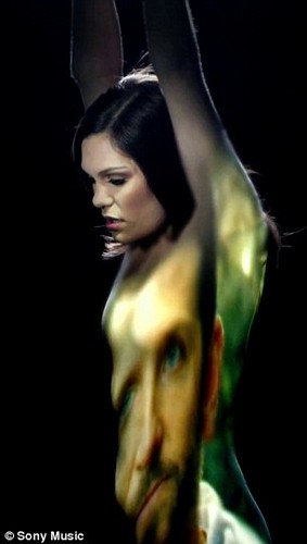 "Jessie in new ""Crazy 'Bout You"" Музыка video"