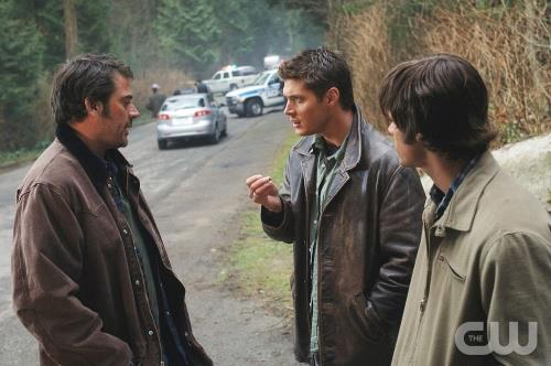 The Winchesters वॉलपेपर possibly with a green beret, a street, and a राइफल करनेवाला, राइफलमेन, रायफलमैन titled John, Dean and Sam Winchester