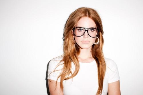 Lana Del Rey karatasi la kupamba ukuta with sunglasses called Lana Del Rey