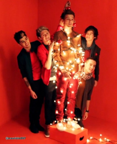 One Direction پیپر وال entitled One Direction' PARADE photoshoot for Christmas 2012