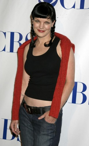 Pauley Perrette wallpaper probably containing bellbottom trousers, long trousers, and a pantleg titled Pauley Perrette