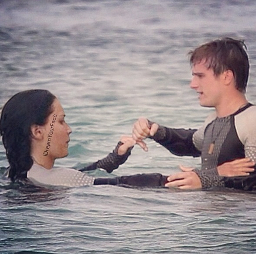 Peeta & Katniss-Catching आग