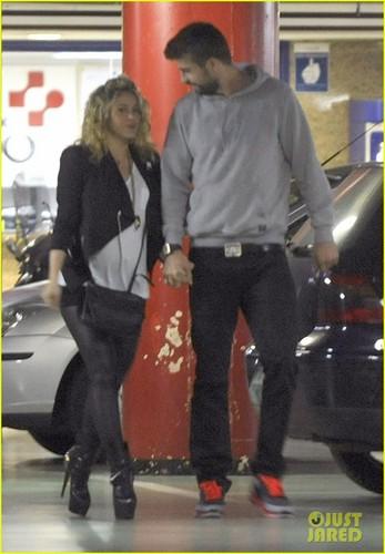 Pregnant Shakira has high-heeled shoes !