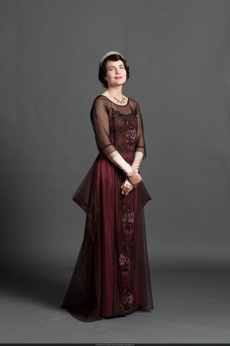 Downton Abbey karatasi la kupamba ukuta probably with a kirtle titled S3 Promo Pic