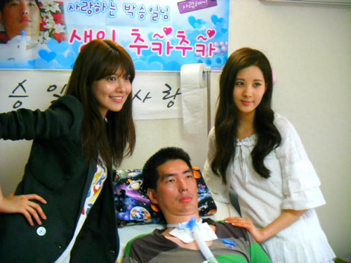 Seohyun&Sooyoung visits Park Seungil on his Birthday