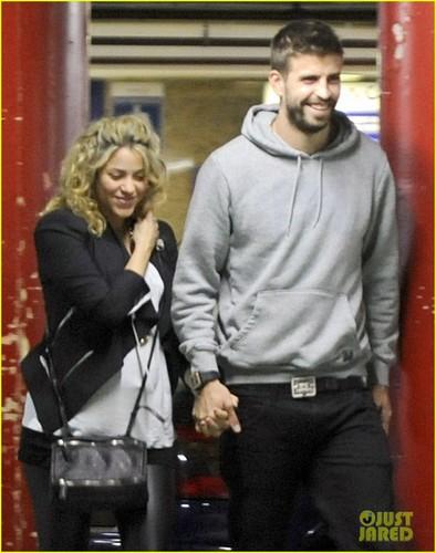 Shakira & Gerard Pique: Barcelona Baby Bump!