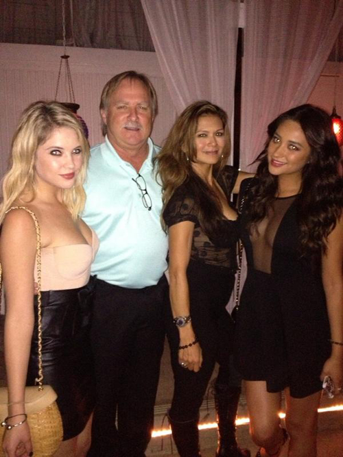 The pretty little liars cast celebrate season 3: photos from the wrap party